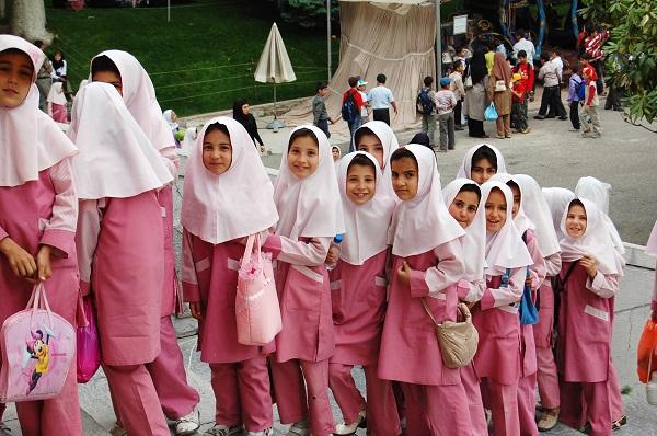 schoolgirls-in-iran.jpg
