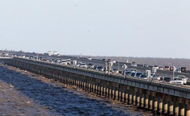 lake-pontchartrain-causeway-trafficjpg-81e56148e7f328ba